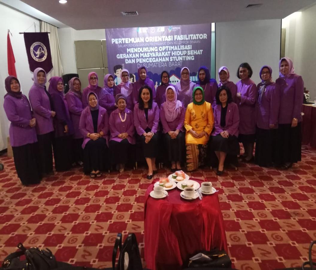PEMBUKAAN  ORIENTASI  PENGUATAN KAPASITAS FASILITATOR ALIANSI PITA PUTIH INDONESIA DALAM  OPTIMALISASI GERMAS DAN PENCEGAHAN  STUNTING DI PROVINSI DI SUMATERA  BARAT